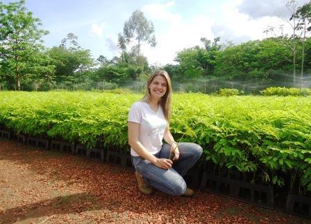 Ir na contramão de todos no Mato Grosso e transformar áreas degradadas em florestas é profissão biólogo.