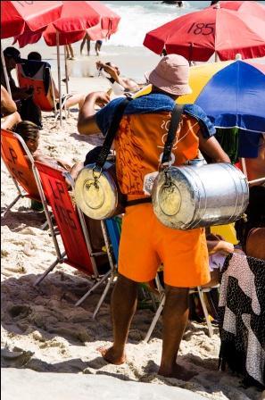 Vendedor de Mate na praia de Copacabana.
