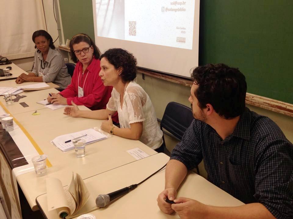 Solange Santana, Silvia Galleti, Roberta Cerqueira e Atila Iamarino discutem a divulgação em redes sociais. Credito de imagem: Germana Barata