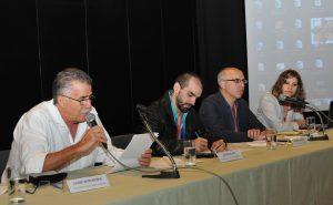 Mesa sobre o panorama e desafios da política de Acesso Aberto com Jaime Benchimol, André Felipe, Paulo Drinot e Gabriela Bortz. (Crédito da imagem: Roberto Jesus Oscar - COC Fiocruz)