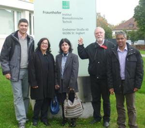 Com colegas da POLI-USP, InCor, DEB-UNICAMP e UTFPR em visita ao Instituto Fraunhöfer em Saardenbruecken, Alemanha, 2013, para prospecção de tecnologia para o desenvolvimento do equipamento de ultrassom. Arquivo pessoal.