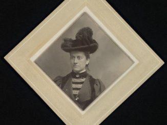 Williamina Fleming por volta de 1890.