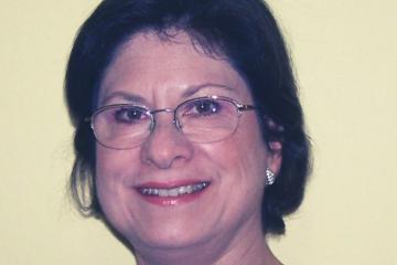 A Profª. Drª. Mariângela de Oliveira-Abans, astrônoma e pesquisadora do Laboratório Nacional de Astrofísica (LNA).