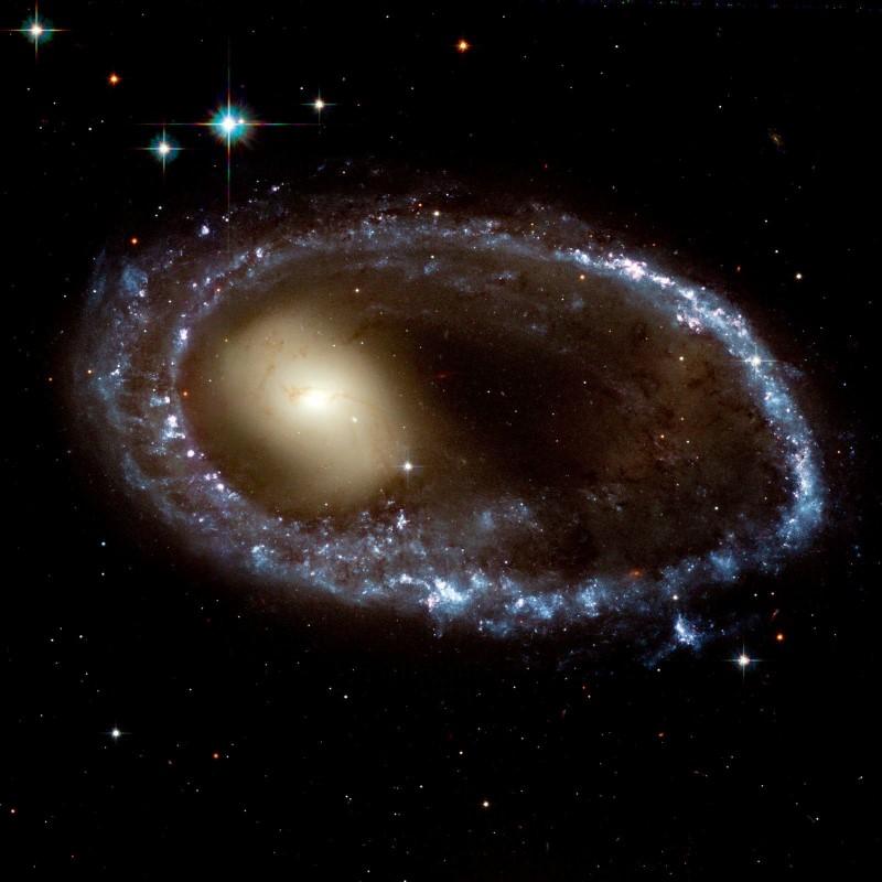 Galáxia Anelada colisional AM 0644-741. Créditos: Hubble Heritage Team (AURA / STScI), J. Higdon (Cornell) ESA, NASA. Todos os direitos reservados.