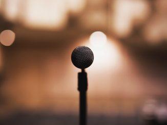 https://pixabay.com/photos/audio-concert-mic-microphone-music-2941753/