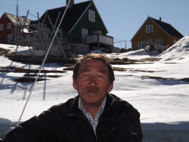 Vitus Nielsen, ex-caçador que precisou passar a viver do anzol depois que o gelo diminuiu