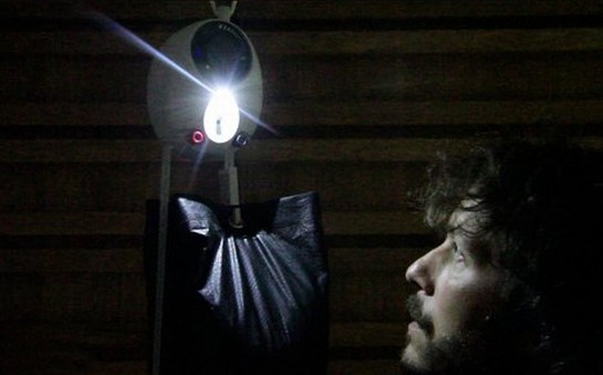lampada abastecida por gravidade