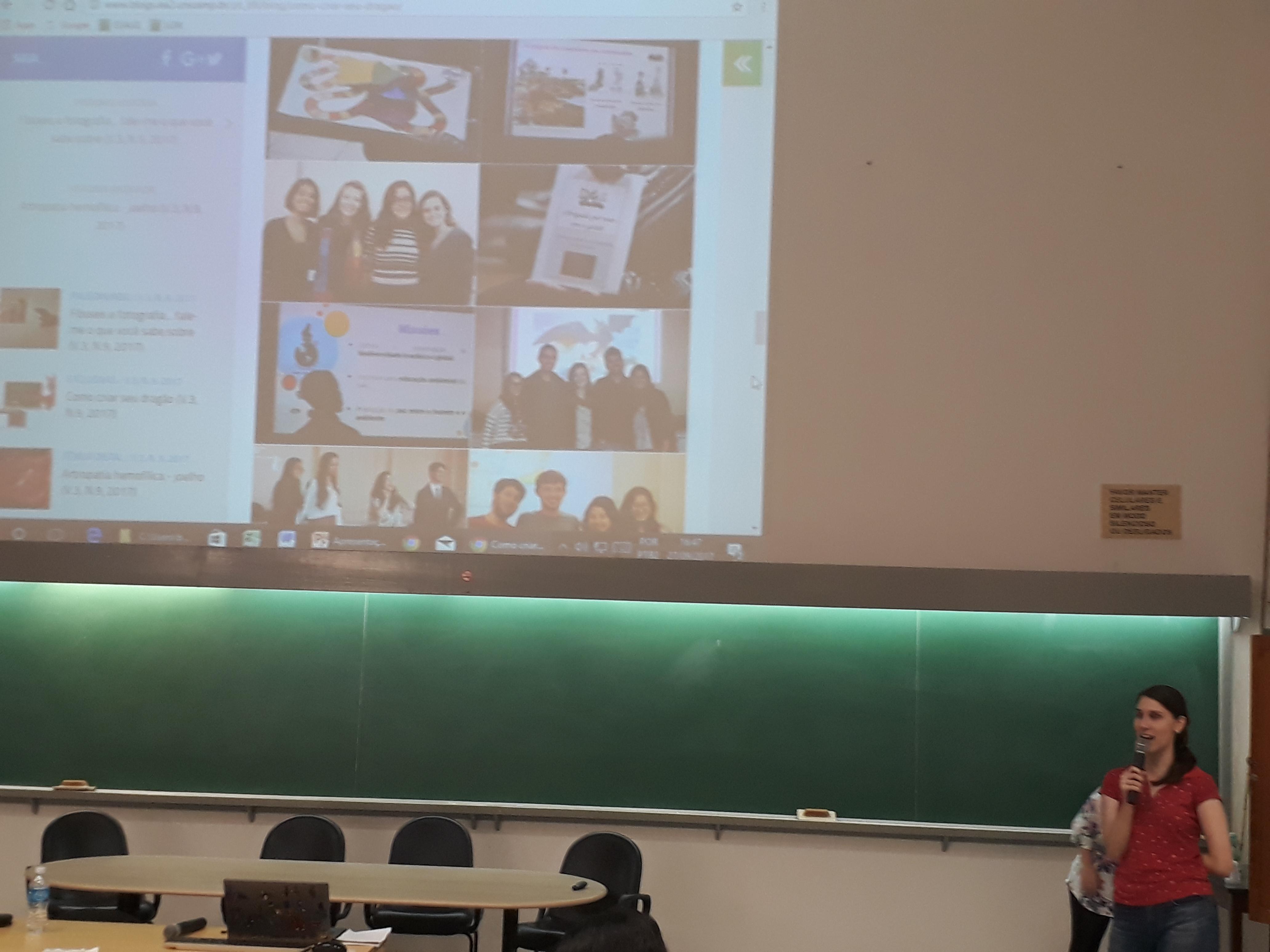 Carol falando sobre os resultados do projeto Nas Asas do Dragão com alunos de Graduação em Ciências Biológicas, na disciplina de Biologia do Desenvolvimento. A proposta principal foi integrar pesquisa, ensino e extensão.