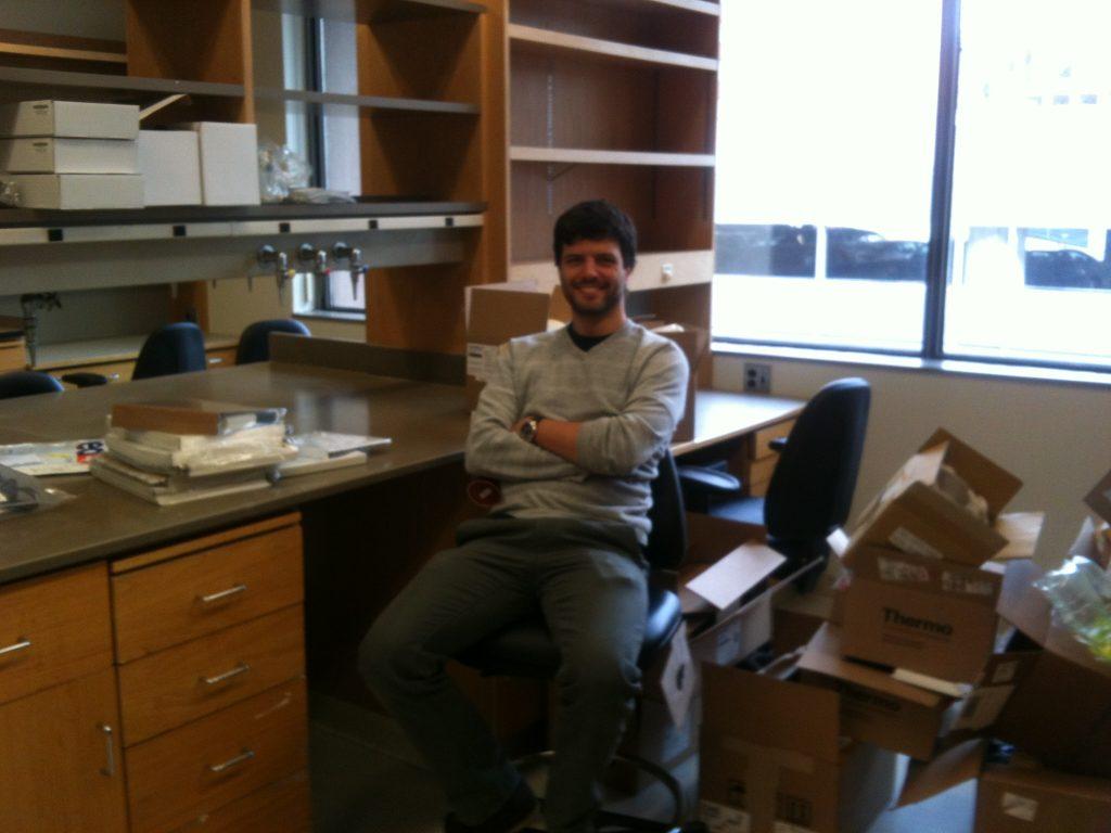 Gabriel Victora em seu laboratório no Whitehead Institute (Jan, 2012).