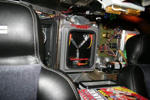 Se velocidade é medida em espaço dividido por tempo, ao alcançar 88mph a velocidade continua aumentando mesmo quando o carro está indo de volta no tempo?