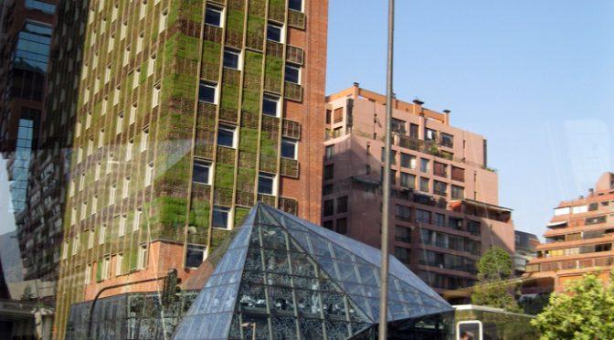 Fachada verde fornece conforto térmico e sonoro