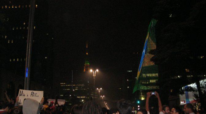 Manifestantes: país sem partido se chama ditadura